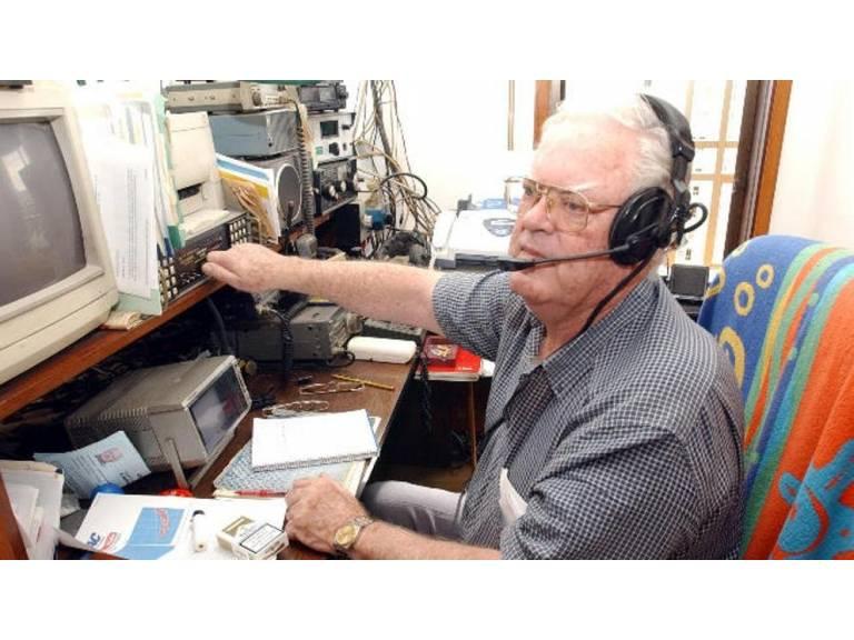 El Ángel de la guarda que lleva 40 años ayudando a cruzar el Atlántico